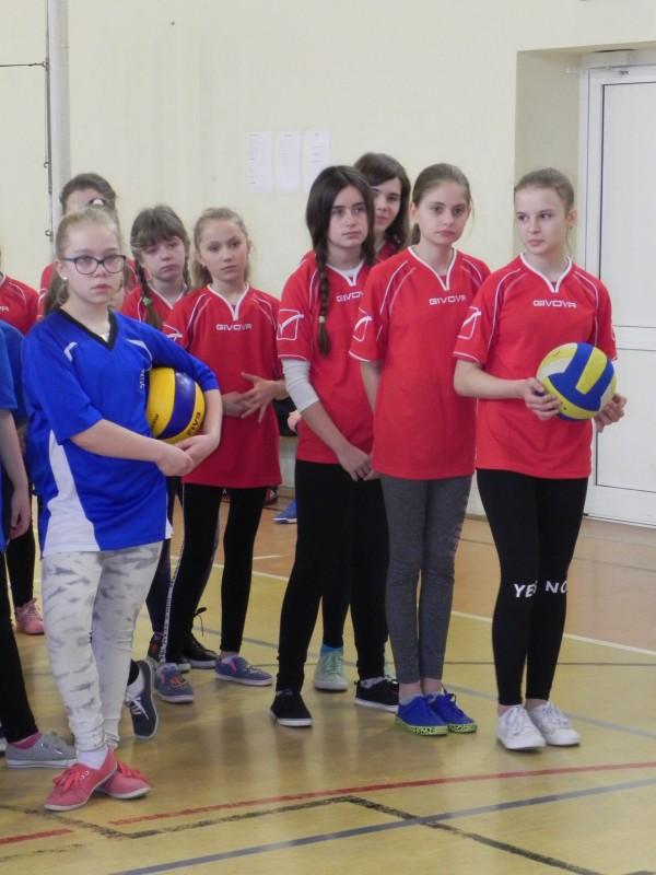 Gminny turniej mini siatkówki dziewczyn